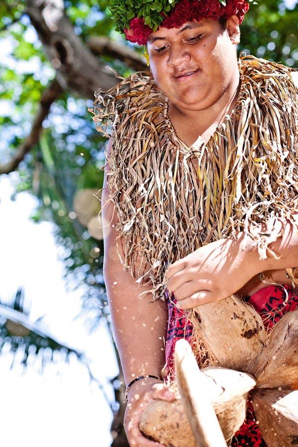 Samoan кокос отверстия стоковые изображения rf