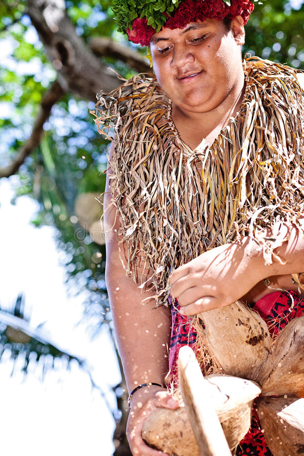Free Samoan Is Opening Coconut Royalty Free Stock Images - 27856939