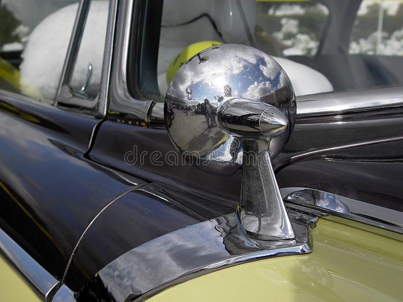 Download Samochód lustro zdjęcie stock. Obraz złożonej z odbicie - 33878