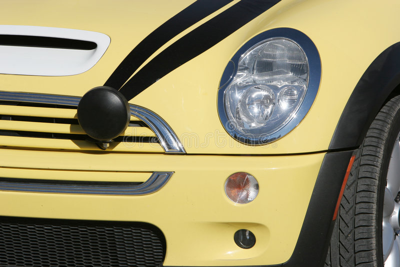 samochód mini coopera żółty obrazy stock