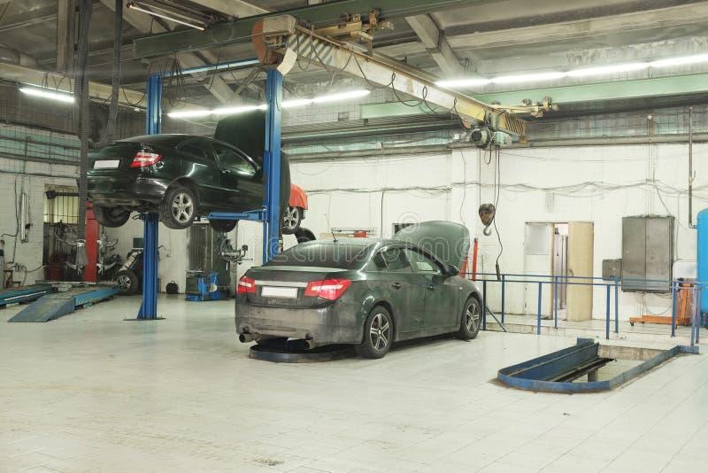 Samochód naprawy garaż obraz royalty free