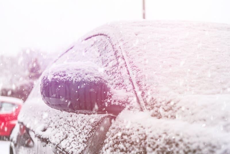 samochód objętych śnieg szyby przedniej obraz royalty free
