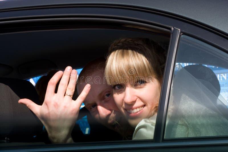 samochód par młodych obraz royalty free