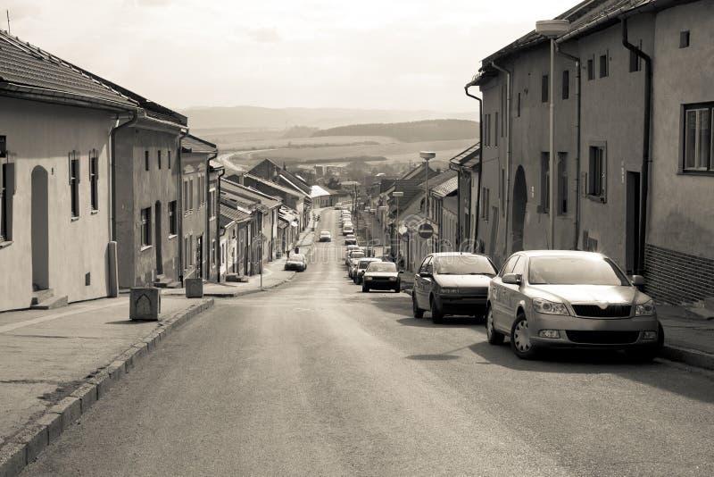 Download Samochód Parkujący W Starej Europejskiej Miasto Ulicie Zdjęcie Stock - Obraz złożonej z sceniczny, góra: 57673270
