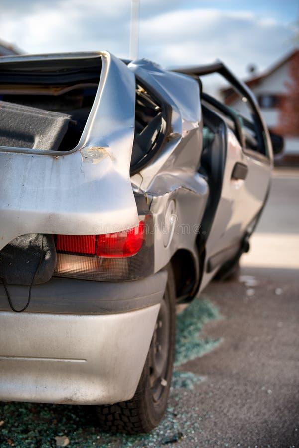 Samochód pisać daleko w wypadku ulicznym zdjęcie stock