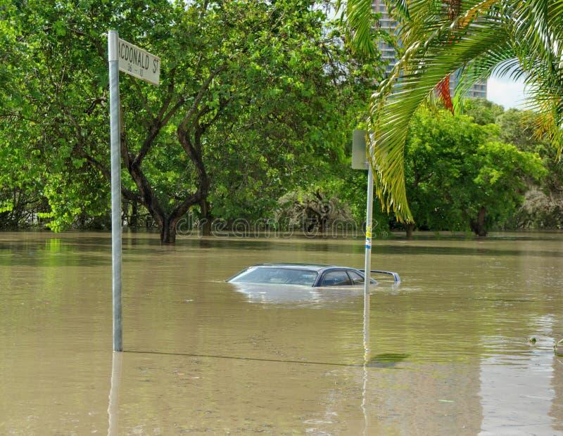 Samochód prawie całkowicie zanurza w 2010-11 Brisbane powodziach zdjęcia royalty free