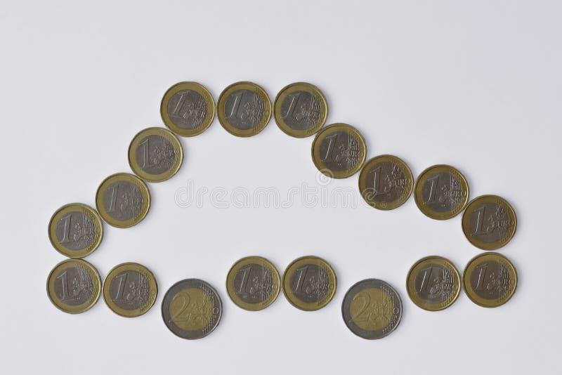 Samochód robić euro monety na białym tle - pojęcie ubezpieczenie samochodu, samochodowy zakup zdjęcie royalty free