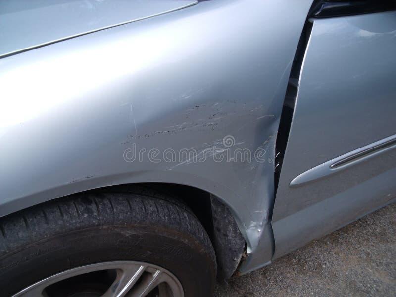 Samochód szkoda potrzebuje naprawę zdjęcie royalty free