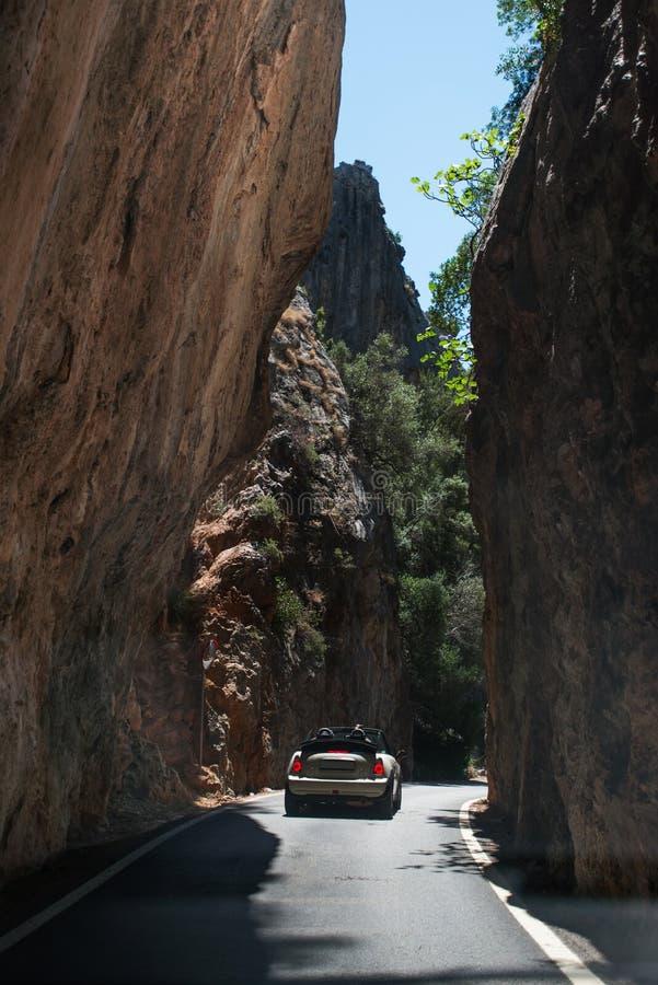 Samochód w górach zdjęcia stock