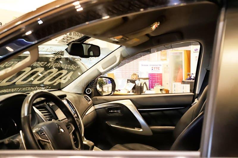 Samochód w sala wystawowej przedstawicielstwo handlowe Mitsubishi w Kazan w 2018 zdjęcia royalty free