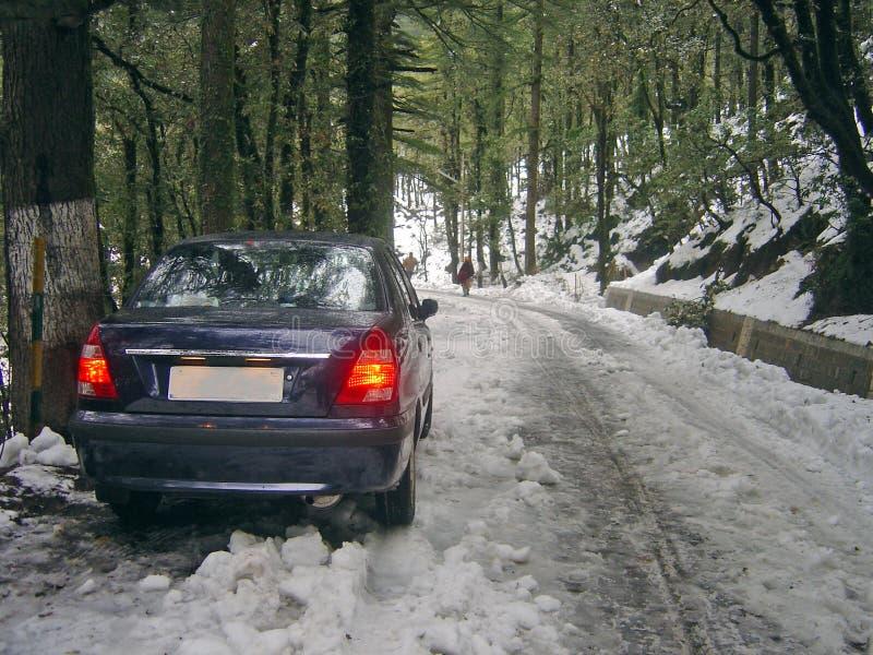 Samochód wtykający w śnieżny India obrazy stock