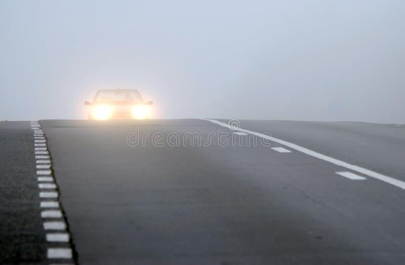 samochód wydaje się mgła. zdjęcia royalty free