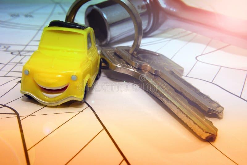 Samochodów klucze na w górę projekta, pojęcie inżyniery zdjęcia stock