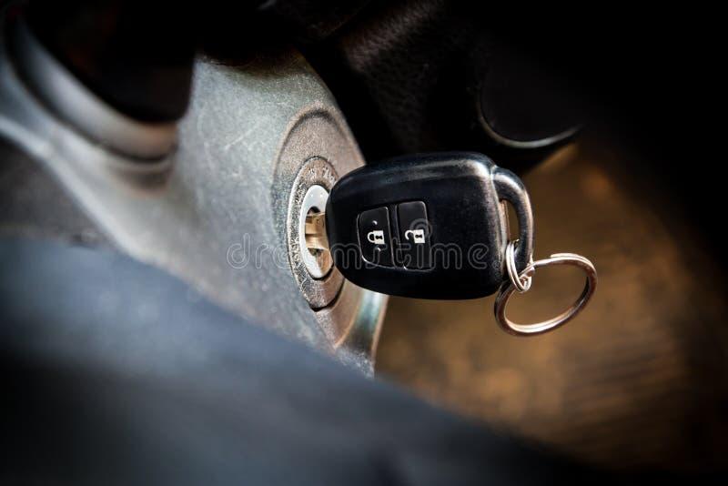 Samochodów klucze w zapłonie zdjęcia stock