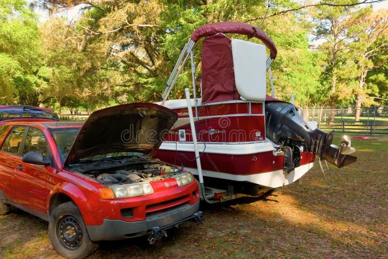 Samochodowa bateria ładuje łódkowatą baterię zdjęcia royalty free
