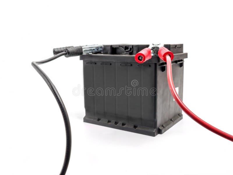 Samochodowa bateria z bluza kablami obraz stock