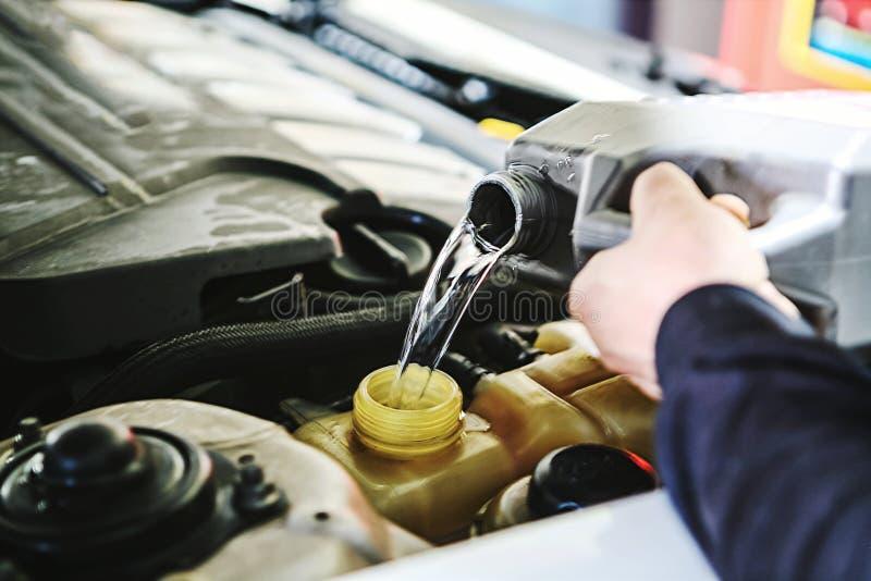 Samochodowa inspekcja i utrzymanie zdjęcia royalty free