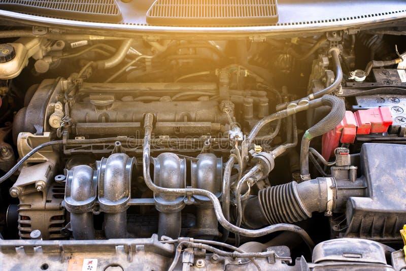 Samochodowa parowozowa część brudny, Nowożytny potężny samochodowy silnik, obrazy royalty free