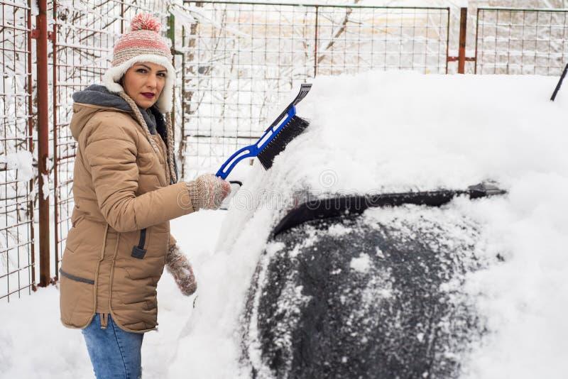 samochodowa target1198_0_ śnieżna kobieta zdjęcie royalty free