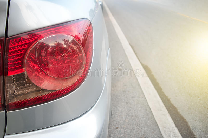 Samochodowa tylni lampa z słońca światłem obraz stock