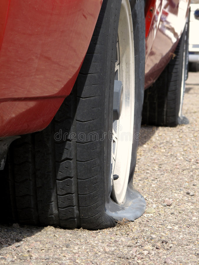 samochodowe płaskie opony zdjęcie stock