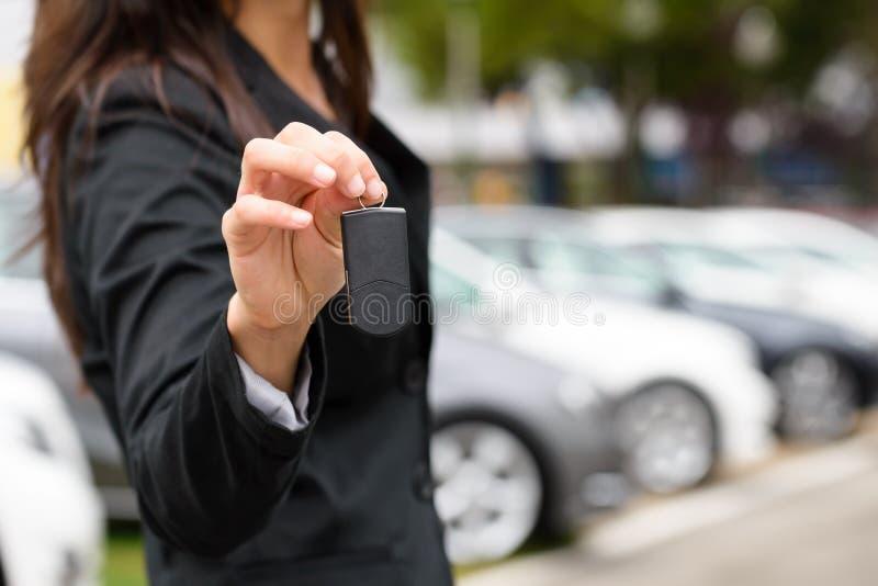 Samochodowe sprzedaże i do wynajęcia pojęcie obrazy royalty free