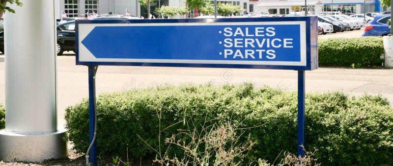 Samochodowe sprzedaże, usługa i części, zdjęcia stock