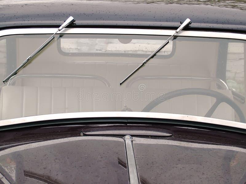 samochodowego starego zegaru mokry okno obrazy stock
