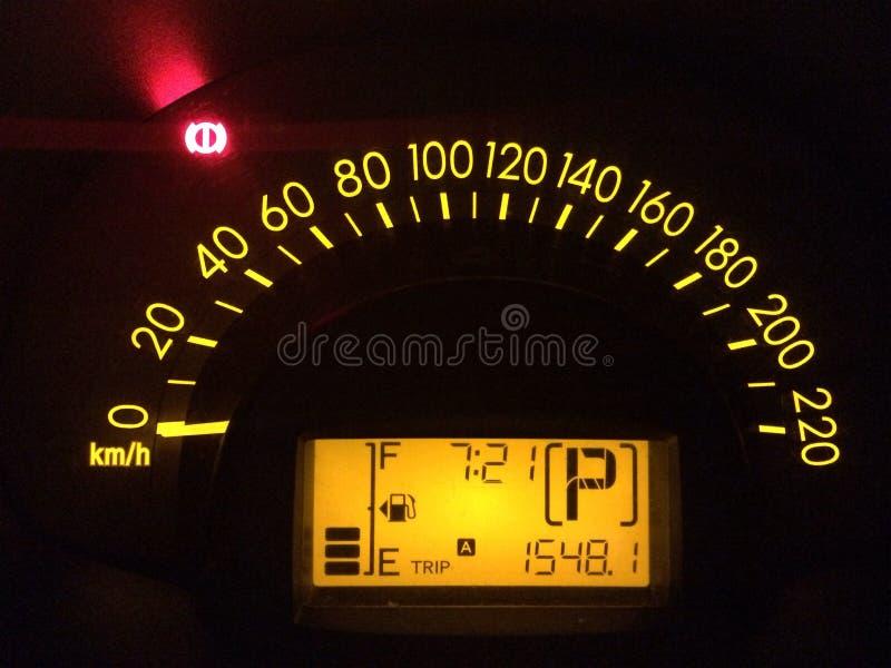 Samochodowego szybkościomierza deski rozdzielczej żółci noticifations zdjęcia stock