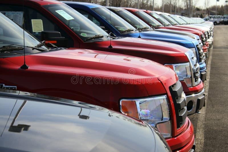 samochodowego udziału nowe ciężarówki obrazy stock