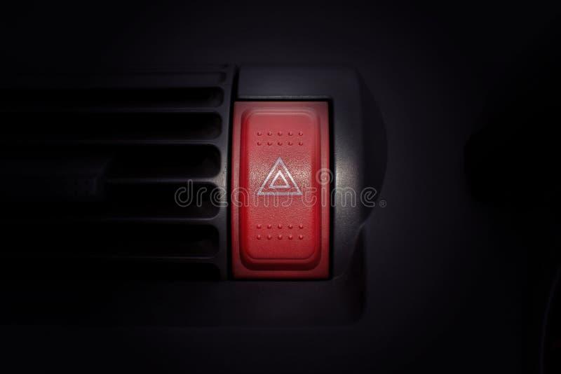 Samochodowego zagrożenia ostrzegawczy migacze i przeciwawaryjny guzik z widoczny ponownym zdjęcie stock