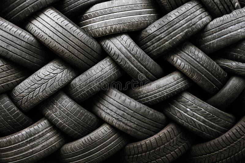 Samochodowej opony tekstura Samochodowe opony na ciemnym tle fotografia royalty free
