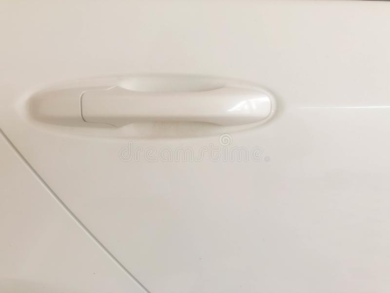 Samochodowi drzwi i biały samochodowego drzwi otwieracz zdjęcie stock