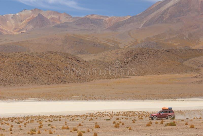 Samochodowy góry pustyni bolÃvia zdjęcia stock