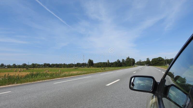 Samochodowy jeżdżenie na autostradzie zdjęcia stock