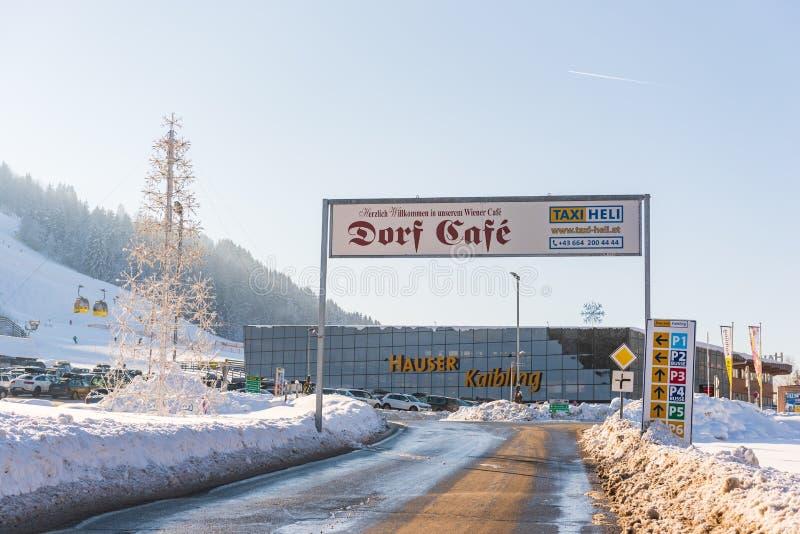 Samochodowy parking przy Hauser Kaibling Austria odgórni ośrodki narciarscy obraz royalty free