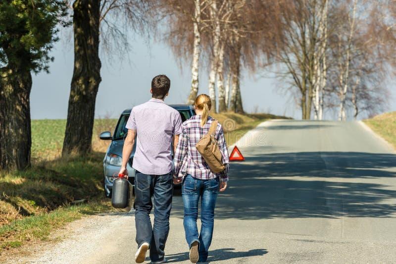 samochodowy pary pełni benzyny kłopot samochodowy zdjęcie royalty free