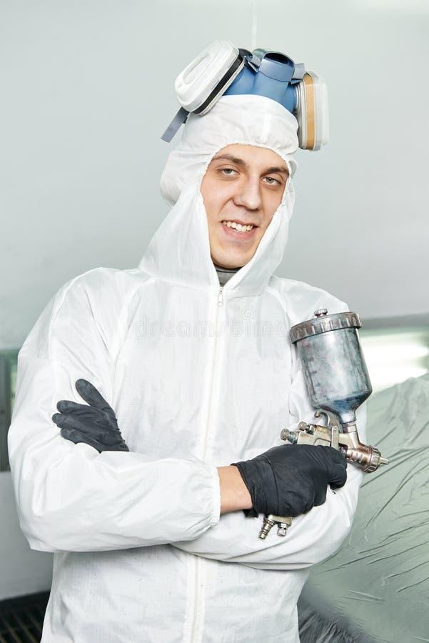Samochodowy repairman malarz w sala zdjęcia stock