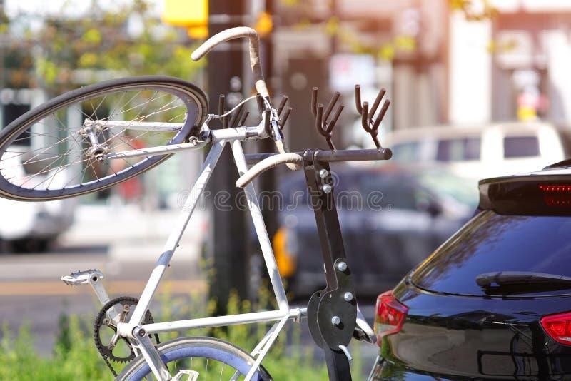 Samochodowy roweru stojak zdjęcia royalty free