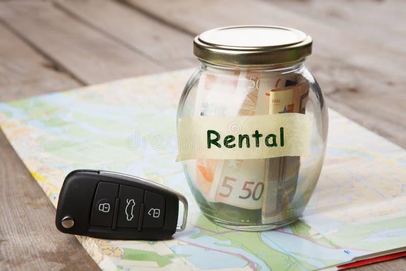 Samochodu czynsz pieniądze szkło, samochodu klucz i mapa samochodowa -, obraz stock