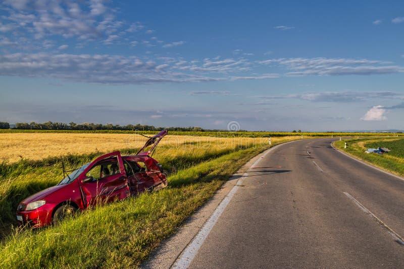 Samochodu wypadek na drodze. fotografia royalty free