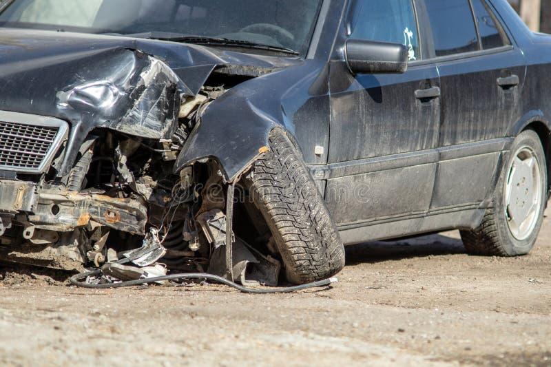 Samochodu wypadek na drodze fotografia stock