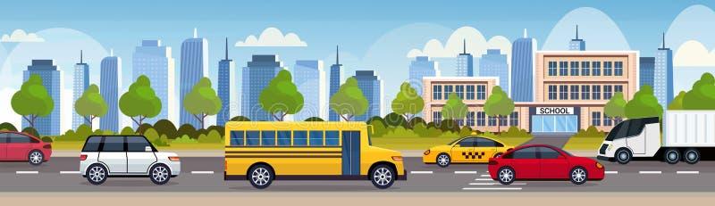 Samochody i autobusowa napędowa asfaltowa droga nad budynku szkołego miasta miastowego ruchu drogowego pojęcia pejzażu miejskiego ilustracji