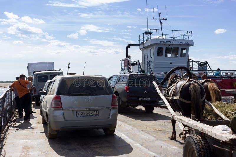 Samochody i cartage na ferryboat obraz royalty free