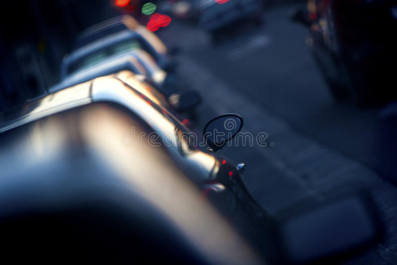 Samochody i ruch drogowy fotografia royalty free