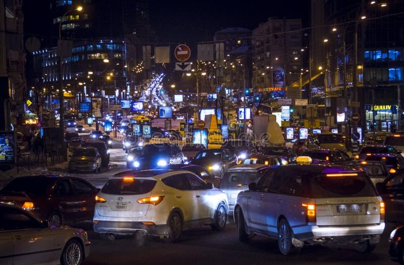 Samochody korkują, noc, plenerowa fotografia stock