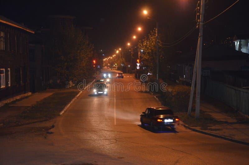 Samochody na drogach w jesieni fotografia royalty free