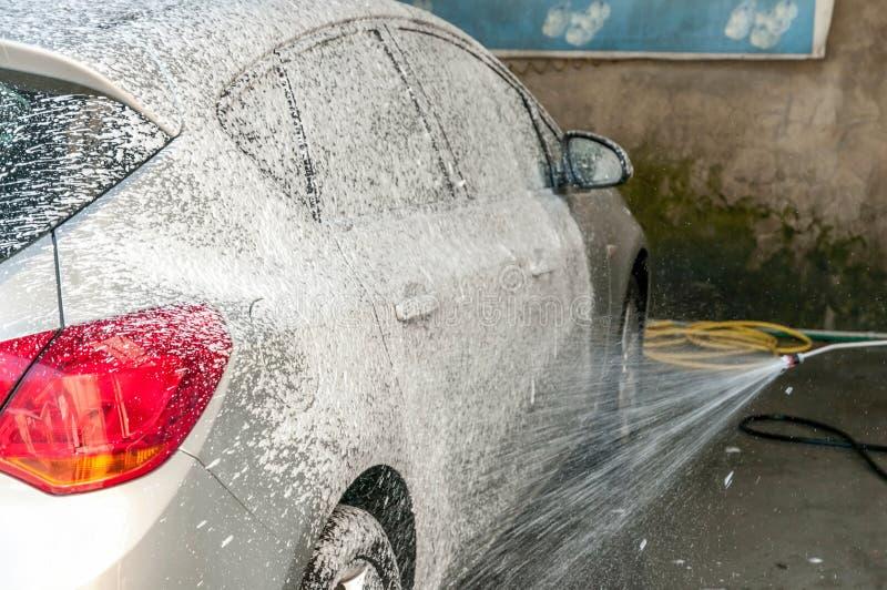 Samochody w carwash zdjęcia royalty free
