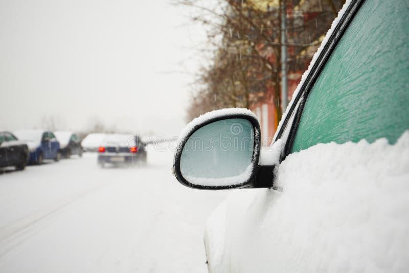 Samochody zakrywający śniegiem zdjęcie royalty free