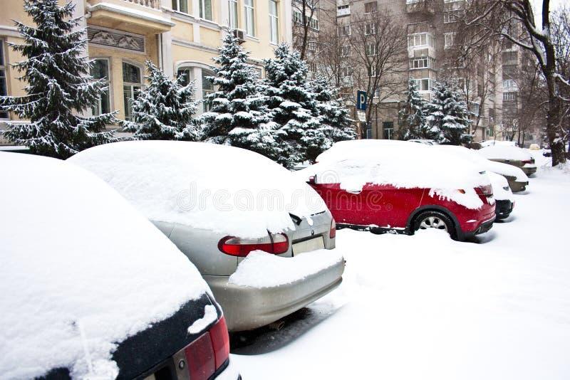 samochody zakrywający z śniegiem obrazy royalty free